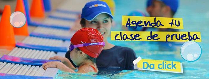 clase de natación para niños