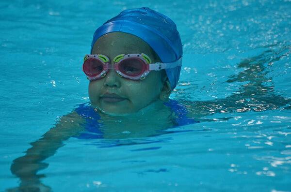 Nadar después de comer: ¿Mito o realidad?