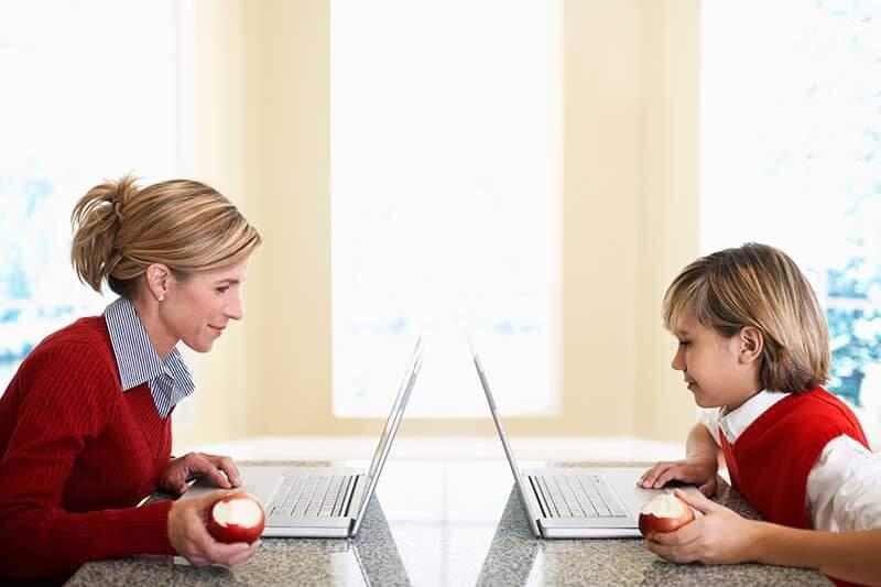 Por qué los niños imitan a sus padres
