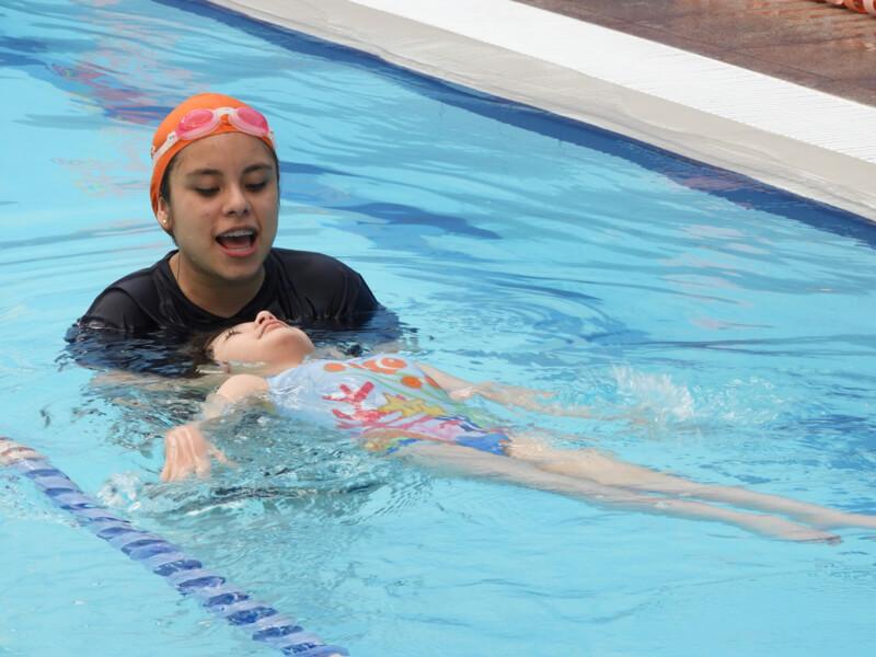 clases de natacion club cañada