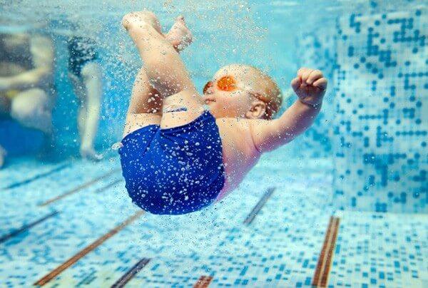 ¿Qué aporta la natación para bebés?